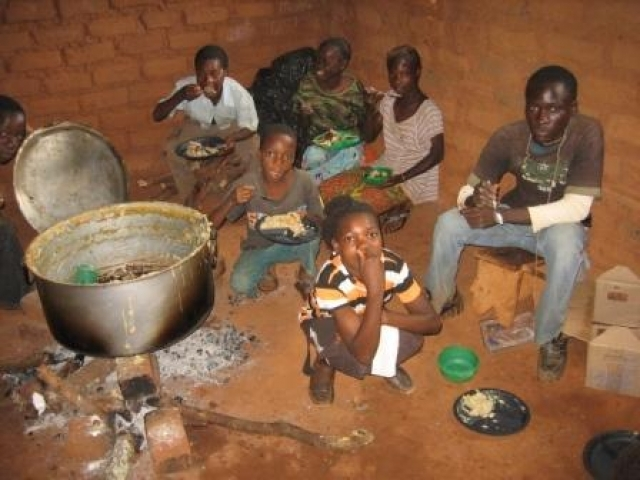 children-eating-porridge